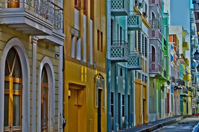 Old San Juan, Puerto Rico, nằm trên một hòn đảo nhỏ, như một bức tranh mosaic màu pastel tuyệt đẹp.