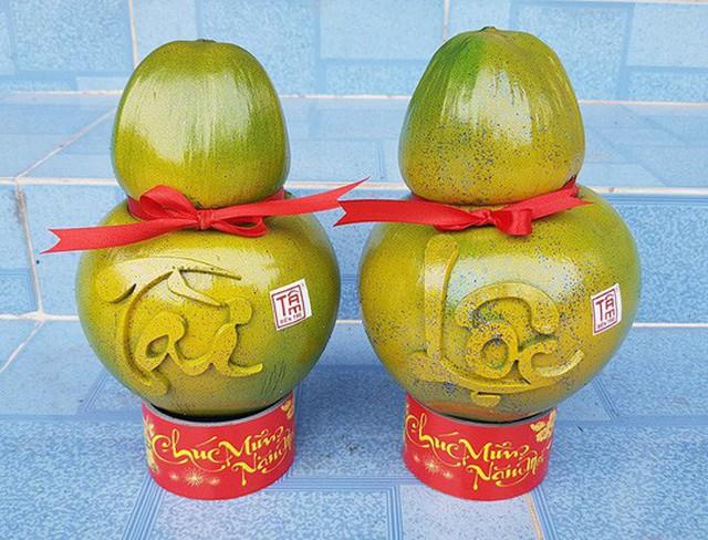 Các mẫu dừa hồ lô in chữ nổi là sản phẩm mới năm nay.