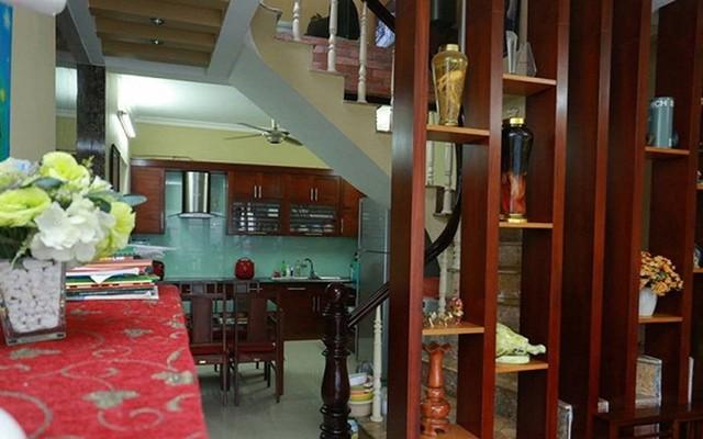 Trước khi chuyển sang nhà mới cả gia đình Quang Tèo sống trong căn nhà chưa đầy 35m2 tại Cầu Giấy.