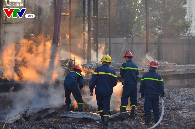 Hà Nội: Cháy lớn tại khu đất 700m2 gần khu biệt thự đường Võ Chí Công - Ảnh 8.