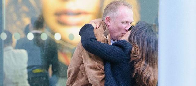 Và đây là khoảnh khắc đốn tim mà vợ chồng ngài tỷ phú dành cho nhau từng được phóng viên chụp lại.