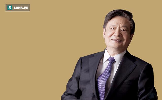 Giáo sư Tiến sĩ Vương Kỳ, Đại học Trung Y dược Bắc Kinh (Trung Quốc), Giám đốc Trung tâm nghiên cứu y học thể chất và sinh thực Bắc Kinh, thành viên của nhiều tổ chức y tế uy tín Trung Quốc, được phong danh hiệu Quốc y Đại sư Trung Quốc.