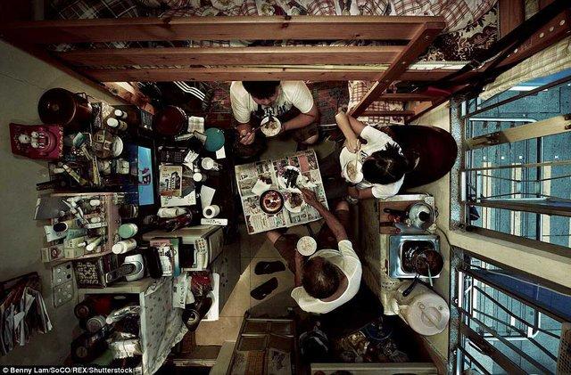 Bữa ăn trong căn nhà siêu nhỏ.