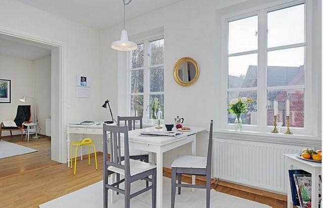 Với diện tích hạn chế, chủ nhà đã áp dụng nguyên tắc lựa chọn nội thất nhỏ xinh cho toàn bộ không gian. Mọi thứ trong nhà đều rất vừa vặn từ ghế, bàn trà cho dến bàn ăn, bàn làm việc ….đều được sắp xếp hợp lý với kiểu dáng đơn giản, thanh thoát.