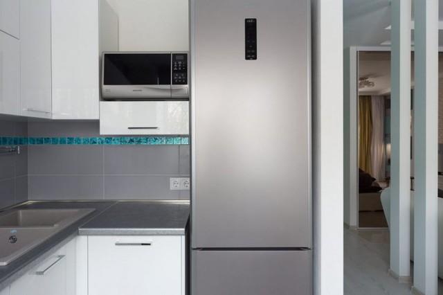 Trong góc nhỏ này mọi thứ rất gọn gàng ngăn nắp với hệ thống tủ kệ khép kín. Đồ dùng trong nhà bếp rấy hiện đại và tiện nghi.