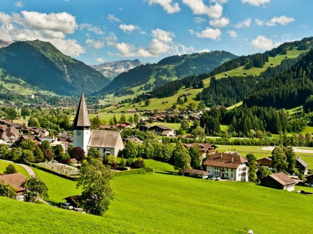 3. Thụy Sĩ. Quốc gia này có hệ thống chăm sóc sức khoẻ tốt nhất thế giới, không khí trong lành và khu trượt tuyết ở Alps chắc chắn có liên quan đến sức khỏe người dân.