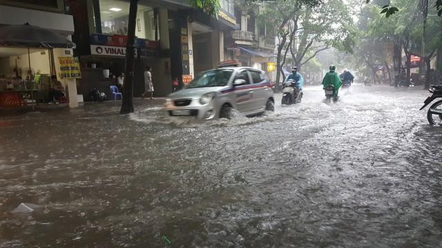 Trên phố Vương Thừa Vũ