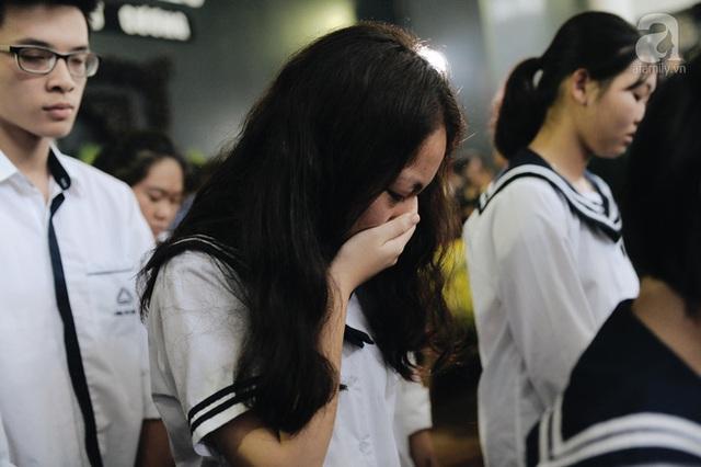 Những hình ảnh xúc động trong lễ tang nhà giáo Văn Như Cương - Ảnh 8.