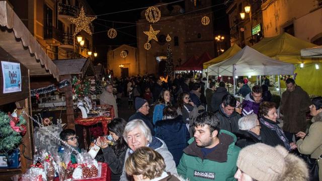 Candela đã tổ chức nhiều lễ hội và hội chợ nhằm thu hút du khách và cư dân mới.