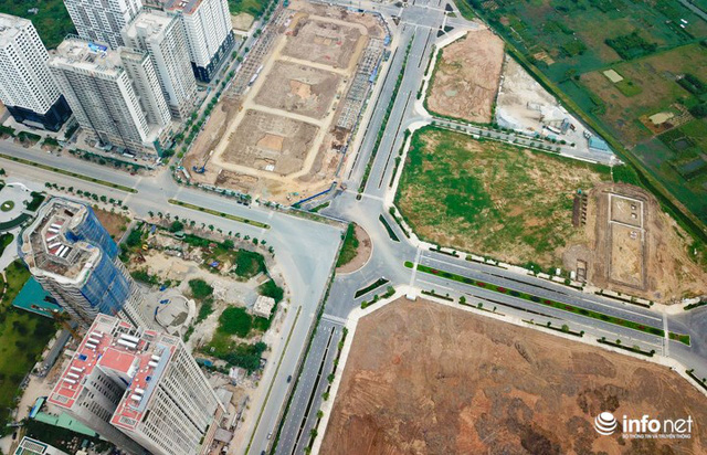 Các nút giao thông ngã tư đi qua tuyến đường đã hoàn thiện gần hết, chỉ còn khoảng 300m cuối cùng nối ra Võ Chí Công vẫn đang trong quá trình hoàn thiện nốt.