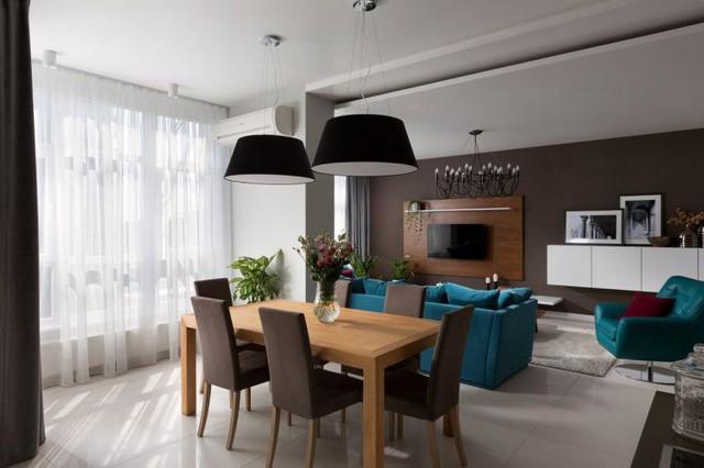 Trong căn hộ, các nội thất được sử dụng khá đơn giản, nhưng tiện nghi và thoải mái.