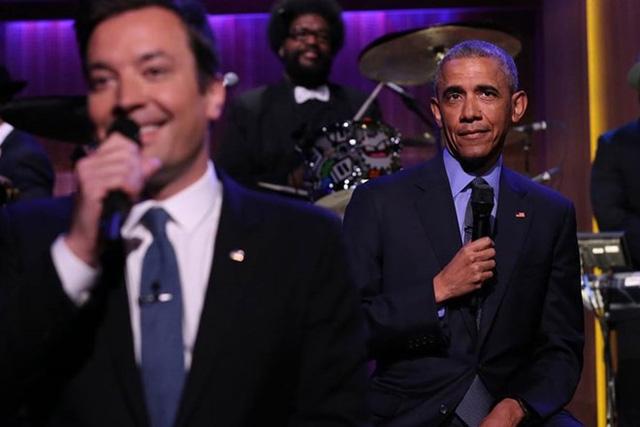 Ông chủ nhà Trắng từng là khách mời của chương trình The Tonight Show do MC Jimmy Fallon chủ trì. Obama và Fallon tỏ ra rất ăn ý khi cùng nhau hát nhạc soul theo phong cách rất hóm hỉnh khiến người xem vô cùng thích thú. Hai người đã trở thành những người bạn tốt sau chương trình. Ảnh: NBC News.