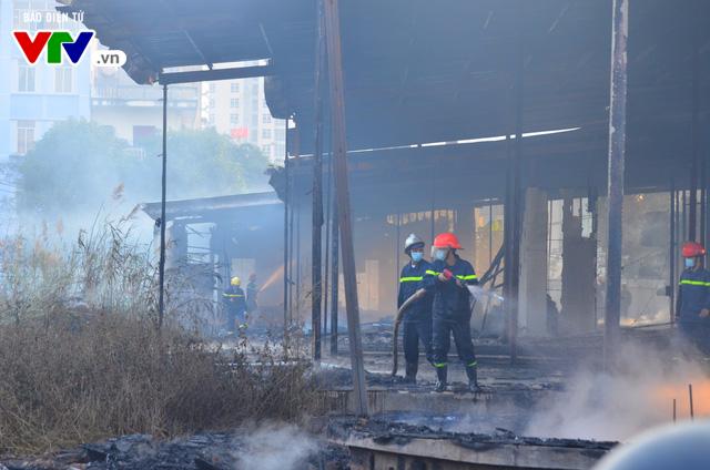 Hà Nội: Cháy lớn tại khu đất 700m2 gần khu biệt thự đường Võ Chí Công - Ảnh 9.