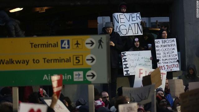 Biểu tình chống lệnh cấm nhập cư của Mỹ ở sân bay JFK, New York