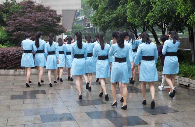 Chiều cao trung bình của các cô gái này là 1,67m.