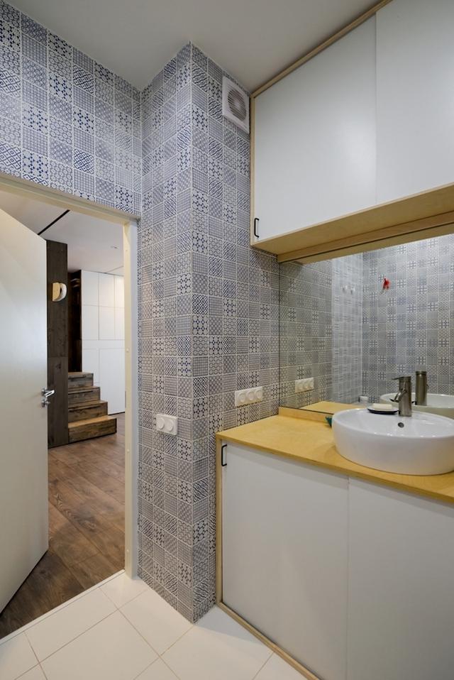Nhà vệ sinh ới chiếc giương lớn giúp nhân đôi diên tích.