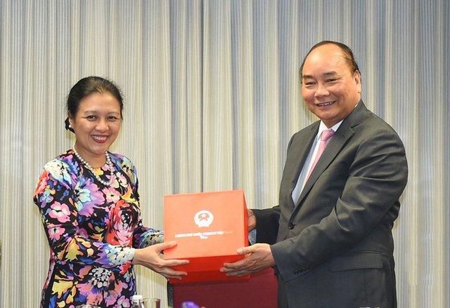 Thủ tướng tặng quà cán bộ, nhân viên Phái đoàn thường trực Việt Nam tại LHQ