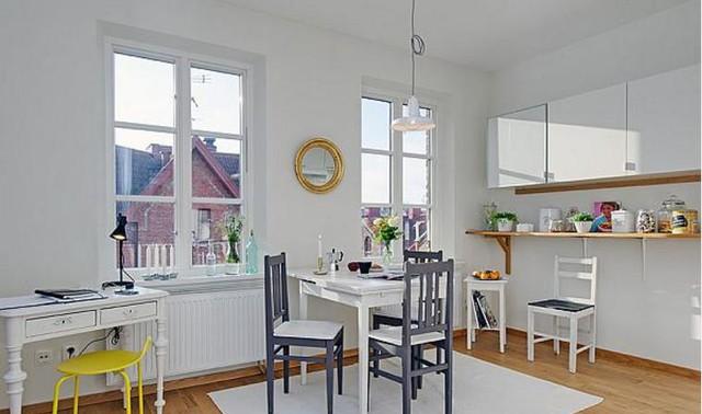 Bàn ăn được ưu tiên đặt nơi có tầm nhìn đẹp cạnh cửa sổ. Ngoài những bữa ăn, khu vực này còn sử dụng với nhiều chức năng khác nhau như làm nơi thưởng trà, ngắm cảnh...