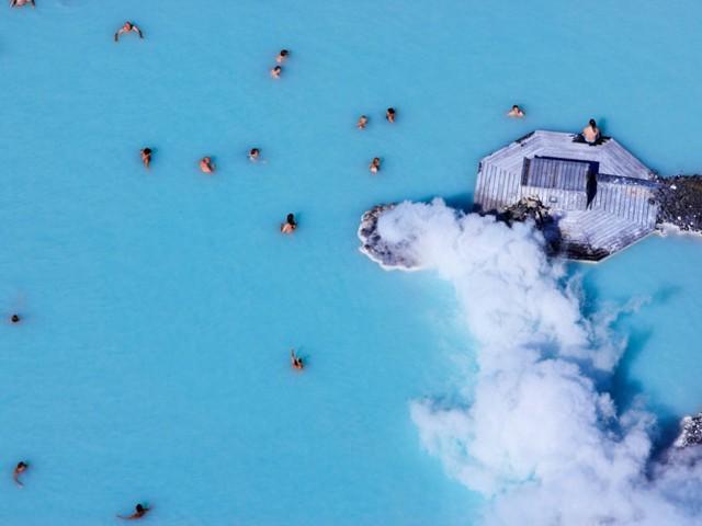2. Iceland. Công dân nước này ưa thích các hoạt động ngoài trời và có chế độ ăn chủ yếu là hải sản tươi sống, giúp tuổi thọ trung bình của người dân cao.