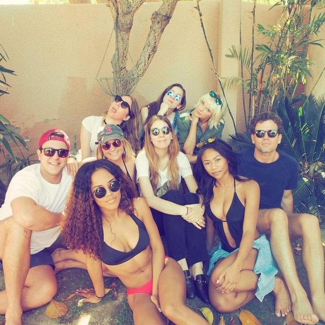 Nếu muốn cùng hội bạn của Taylor Swift đi dự liên hoan âm nhạc Coachella, bạn sẽ phải bỏ số tiền trên để mua được vé VIP