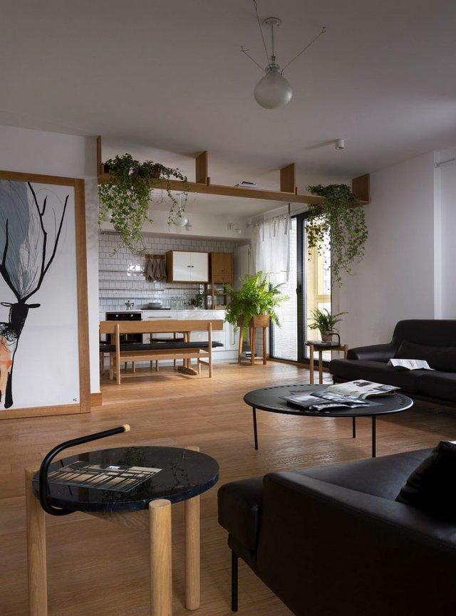 Nét ấn tượng độc đáo trong căn hộ này đó là những chậu cây cảnh được sắp đặt một cách tài tình xuyên suốt toàn bộ không gian.
