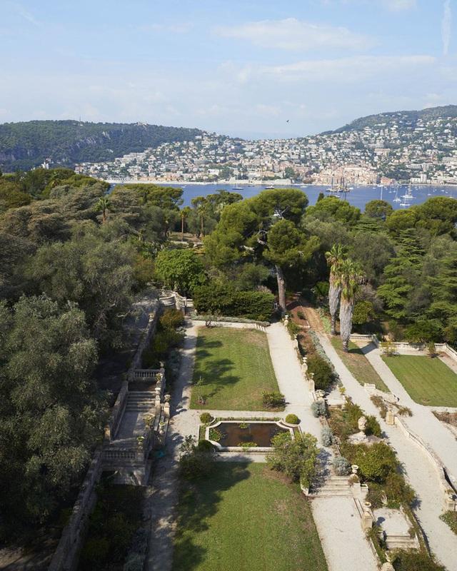 Vườn chính của biệt thự nằm trong top 10 vườn thực vật trên thế giới. Ảnh: Ambroise Tezenas