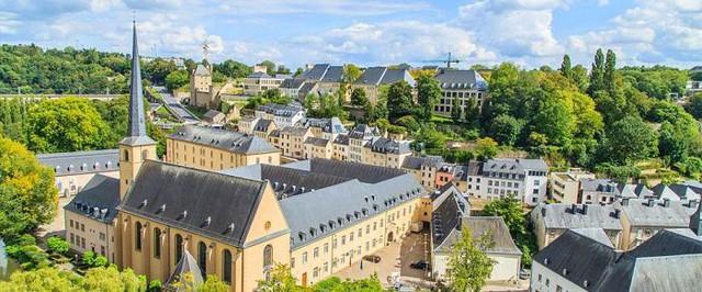 Luxembourg – thành viên sáng lập của rất nhiều tổ chức thế giới vẫn giữ được phong độ của mình. Với 101936 USD (khoảng 2,3 tỉ đồng) đã giúp cho Luxembourg trụ vững ở vị trí thứ 2.