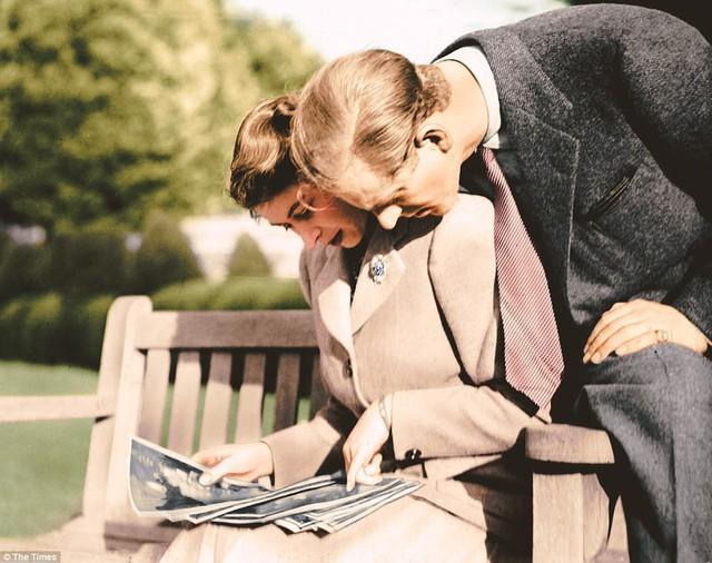 Công chúa Elizabeth và Hoàng thân Philip cách đây vài chục năm.