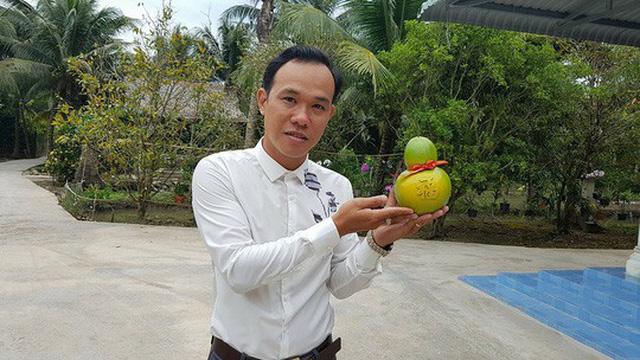 Anh Huỳnh Thanh Tâm, chủ nhân của dừa hồ lô