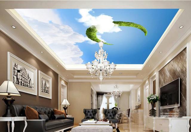 Trần nhà 3D mang màu xanh tươi mát kết hợp với đèn chùm càng làm cho phòng khách thêm hiện đại.