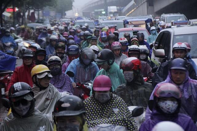 Hà Nội mưa tầm tã, đường tắc nghẹt khắp ngả - ảnh 11