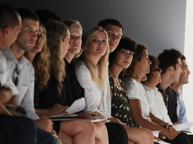 Ivanka Trump và Jared Kushner, chủ sở hữu của tờ New York Observer, trong một show diễn thời trang vào 9/9/2007 tại thành phố New York. Ảnh: Getty Images.