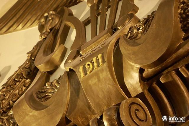 Bên trong Nhà hát Lớn có nhiều chi tiết được làm bằng vàng khối.