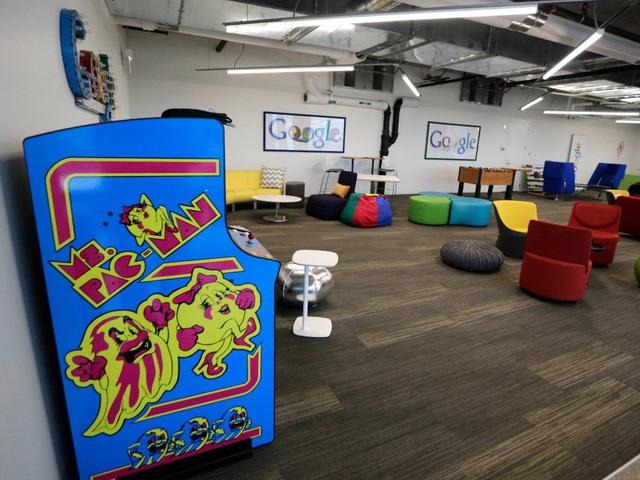 Tại văn phòng Chicago, nhân viên của Google có thể vận động, thư giãn sau khi làm việc căng thẳng tại khu trò chơi như thế này.
