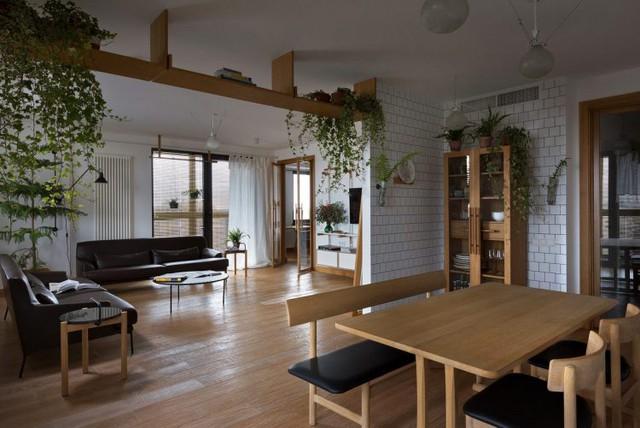 Từ phòng khách, bếp, phòng làm việc bà thậm chí cả khu vực nghỉ ngơi nơi đâu cũng tràn ngập màu xanh cây cỏ.