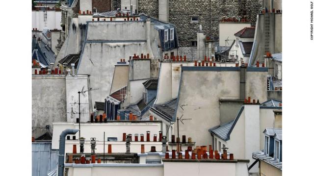 Wolf tái hiện lại cảnh đất chật người đông của những thành phố châu Âu và Mỹ trong Paris Abstract (Paris trừu tượng).