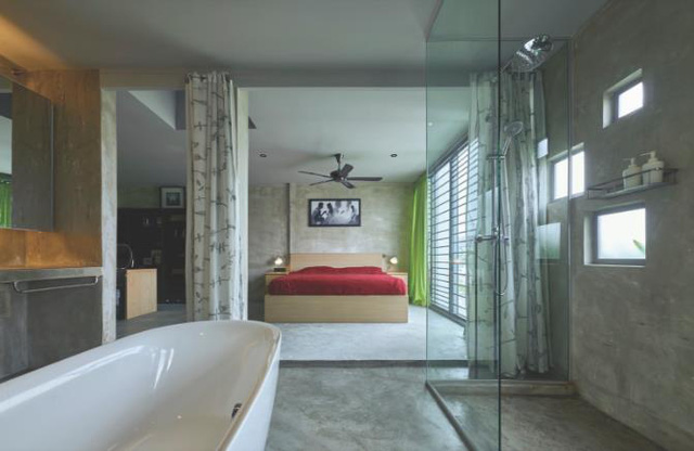 Nhà vệ sinh hiện đại nối liền phòng ngủ trên tầng 2.