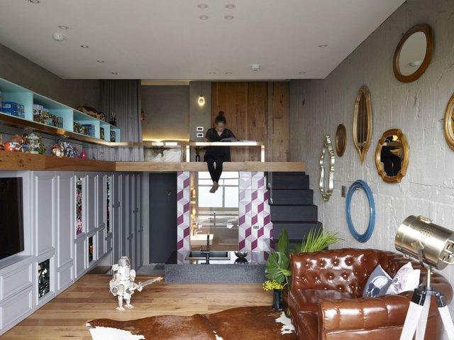 Chỉ với một phần diện tích rất nhỏ, gác lửng này được bố trí với rất nhiều công năng vừa làm không gian nghỉ ngơi, nơi làm việc và tủ đựng đồ của chủ nhà.