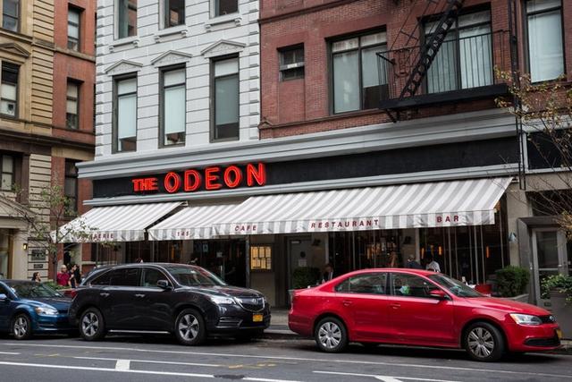 Nhà hàng The Odeon được gắn sao ẩm thực Michelin, được khai trương vào năm 1980, từng là là nơi lui đến của khá nhiều nghệ sĩ nổi tiếng như Andy Warhol.