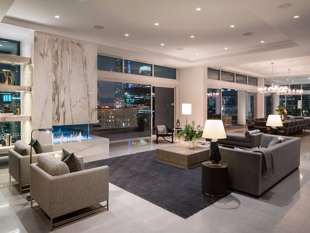 Khi bỏ tiền thuê căn hộ này chủ nhân cũng sẽ đượchưởng dịch vụ quản gia, nhân viên trợ giúp 24 giờ và dịch vụ dọn phòng. Căn hộ này được thiết kế và trang trí bởi nhà thiết kế người Canada, Robert Bailey.