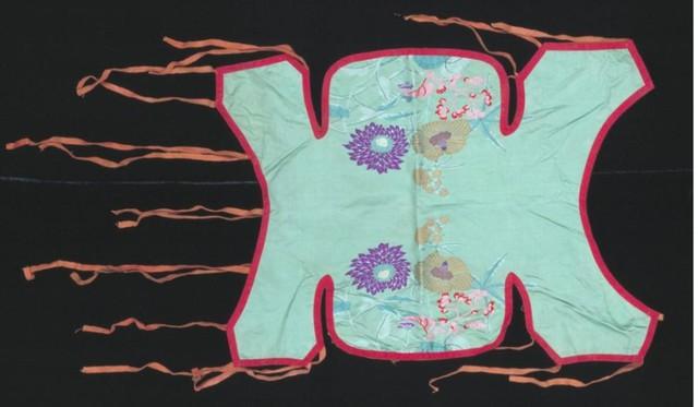 Một bộ quần áo cho chó cưng của Thái Hậu.