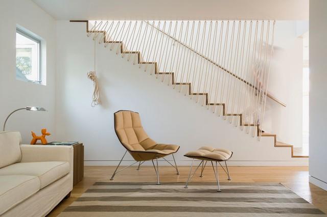 Với thiết kế đơn giản, cùng những chi tiết không cầu kì, cầu thang dây cáp thích hợp với nhà ở có diện tích nhỏ, không gian hẹp, các tòa nhà chung cư.