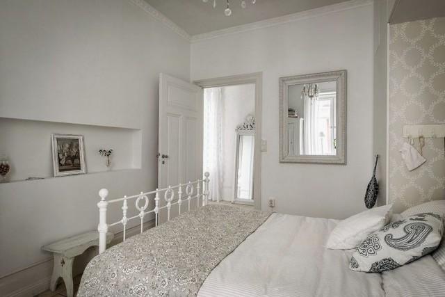 Không gian nghỉ ngơi được bố trí hoàn toàn tách biệt cạnh phòng khách bảo đảm sự riêng tư và kín đáo cho chủ nhà.