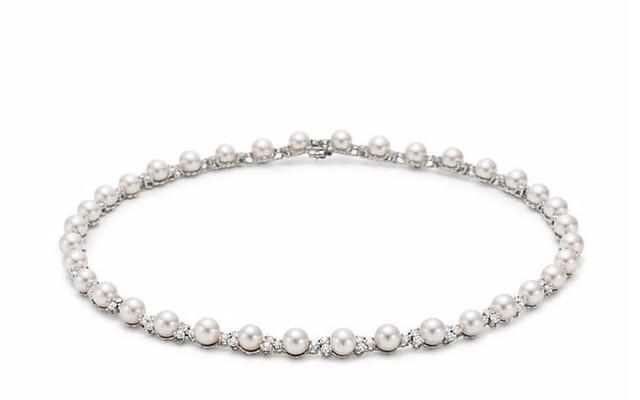 Chiếc vòng ngọc trai kết kim cương của Tiffany giá 20.020 bảng Anh