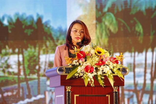 Bà Hương Trần Kiều Dung, Phó Chủ tịch Tập đoàn FLC, phát biểu tại buổi lễ.