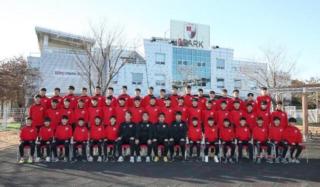 Busan I'park là CLB bóng đá chuyên nghiệp tại Hàn Quốc từng 4 lần vô địch K-League. CLB này cũng từng 1 lần giành ngôi vị cao nhất của giải đấu AFC Champions League – giải đấu dành cho những CLB mạnh nhất Châu Á vào năm 1986.
