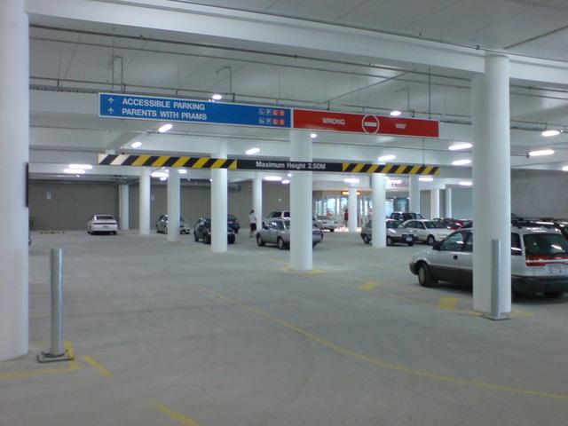 Thông tin về chỗ gửi xe cũng như phí dịch vụ này cần phải được làm rõ trước khi đặt bút ký hợp đồng.