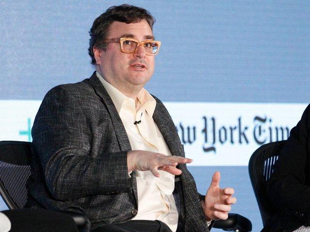 Reid Hoffman - CEO của LinkedIn có bằng cử nhân khoa học hệ thống biểu tượng, Cử nhân khoa học nhận thức của Đại học Stanford và Thạc sĩ triết học của Đại học Oxford..