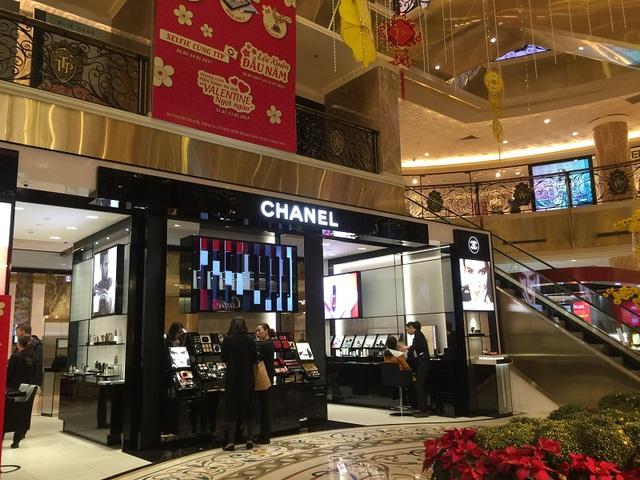 Hiện Tràng Tiền Plaza đã có sự phủ kín của một loạt thương hiệu như Burberry, Cartier, Dior, Lancôme, Louis Vuitton, MAC Cosmetics, Parfums Christian Dior, Rolex, Miluxe Boutique…