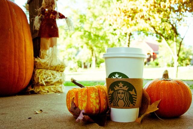Starbucks dùng hương thơm của Latte bí ngô đậm đà trong mùa thu để thu hút khách hàng